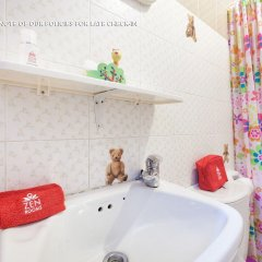 Отель Family Home Guesthouse ванная