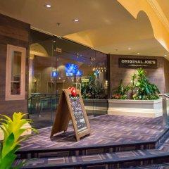 Отель Rosedale On Robson Suite Hotel Канада, Ванкувер - отзывы, цены и фото номеров - забронировать отель Rosedale On Robson Suite Hotel онлайн гостиничный бар