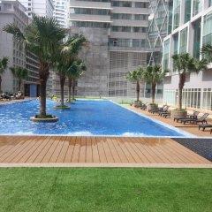 Отель KL101 Service Suite at Soho Suites KLCC Малайзия, Куала-Лумпур - отзывы, цены и фото номеров - забронировать отель KL101 Service Suite at Soho Suites KLCC онлайн бассейн