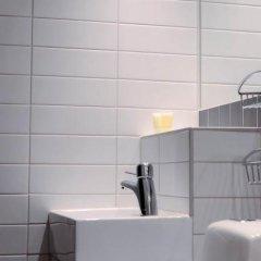 Отель First Norrtull Стокгольм ванная