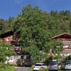Отель Appartements Kirchtalhof Лана парковка