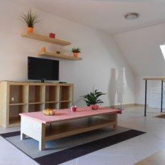 Апартаменты Apartments u Staropramenu комната для гостей фото 2