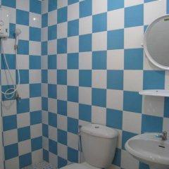Апартаменты C.S. Poonpol Apartment ванная