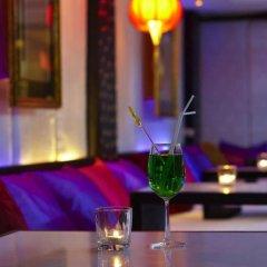Отель Room Club The Bed Suite гостиничный бар
