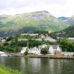 Отель Hellesylt Hostel and Motel Норвегия, Странда - отзывы, цены и фото номеров - забронировать отель Hellesylt Hostel and Motel онлайн приотельная территория фото 2