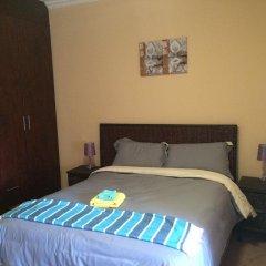 Отель Skyhawk Guesthouse Габороне комната для гостей фото 4