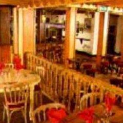 Отель The Ram's Lodge гостиничный бар
