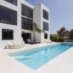 Отель Architecture Villa In Sitges Hills Оливелла бассейн фото 3
