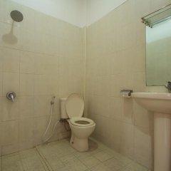 Отель RedDoorz @ Melati Kartika Plaza ванная фото 2