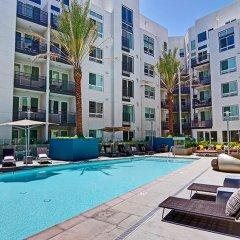 Отель Wilshire La Brea США, Лос-Анджелес - отзывы, цены и фото номеров - забронировать отель Wilshire La Brea онлайн бассейн