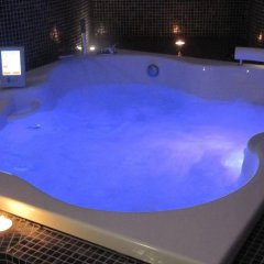 Отель IQsuites бассейн