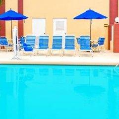 Отель Baymont Inn & Suites Orlando - Universal Studios бассейн