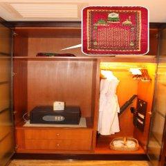 Royal Mediterranean Hotel сейф в номере