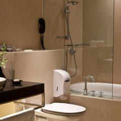 Отель Siri Sathorn Hotel Таиланд, Бангкок - 1 отзыв об отеле, цены и фото номеров - забронировать отель Siri Sathorn Hotel онлайн ванная