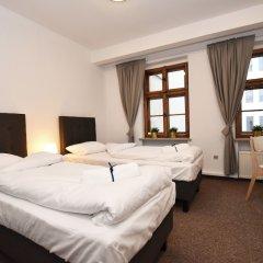 Отель Dukes Hostel - Old Town Польша, Вроцлав - отзывы, цены и фото номеров - забронировать отель Dukes Hostel - Old Town онлайн сейф в номере