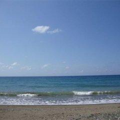 Отель By The Sea Vacation Home And Villa пляж