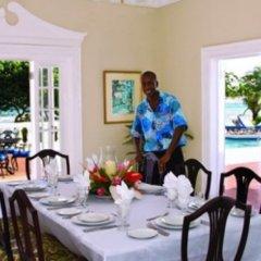Отель Rose Hall Villas By Half Moon Ямайка, Монтего-Бей - отзывы, цены и фото номеров - забронировать отель Rose Hall Villas By Half Moon онлайн питание