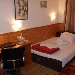 Hotel Duga Нови Сад сейф в номере