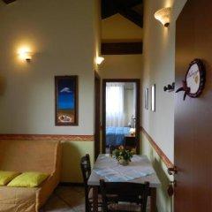 Отель Agriturismo L'Olmo di Casigliano Сан-Джинезио сейф в номере