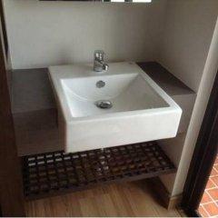Отель Nice Bird Suite Бангкок ванная
