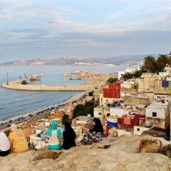 Отель Holiday Home Rue Ghazal Марокко, Танжер - отзывы, цены и фото номеров - забронировать отель Holiday Home Rue Ghazal онлайн пляж фото 2