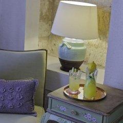 Insula Hotel & Restaurant Чешме сейф в номере