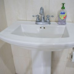 Отель Casa Clayton at Donhead - New Kingston Ямайка, Кингстон - отзывы, цены и фото номеров - забронировать отель Casa Clayton at Donhead - New Kingston онлайн ванная фото 2