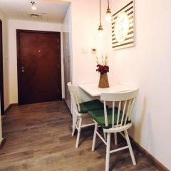 Апартаменты One Perfect Stay Studio Burj Al Nujoom в номере