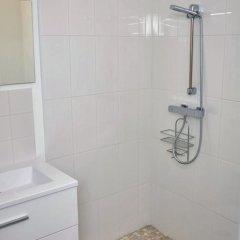 Отель Le Clos des Salins Франция, Тулуза - отзывы, цены и фото номеров - забронировать отель Le Clos des Salins онлайн ванная