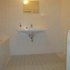 Отель Gallery Hostel Чехия, Прага - отзывы, цены и фото номеров - забронировать отель Gallery Hostel онлайн ванная