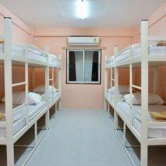Отель Room 218 - Dorm For Rent - Adults Only Бангкок балкон