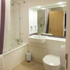 Отель Premier Inn Warrington Central North ванная