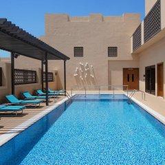 Отель Hyatt Place Dubai/Wasl District бассейн