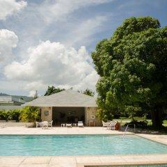 Отель Seawind On the Bay Apartments Ямайка, Монтего-Бей - отзывы, цены и фото номеров - забронировать отель Seawind On the Bay Apartments онлайн бассейн фото 2