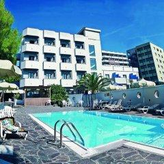 Hotel Ariminum Felicioni бассейн