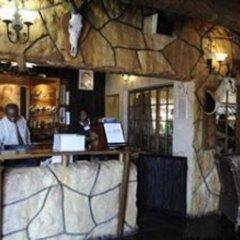 Отель The Big Five Lodge Габороне гостиничный бар