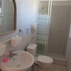Отель Valentinos Court ванная фото 2