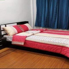 R One 24 7 Hostel Бангкок комната для гостей