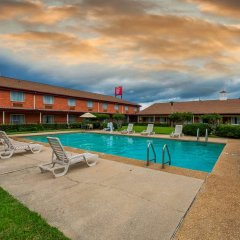 Отель Red Roof Inn Meridian бассейн фото 2