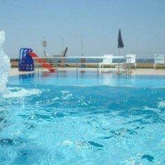 Skys Hotel бассейн