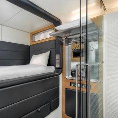 Отель YOTELAIR Amsterdam Schiphol - Transit Hotel Нидерланды, Схипхол - отзывы, цены и фото номеров - забронировать отель YOTELAIR Amsterdam Schiphol - Transit Hotel онлайн комната для гостей фото 3