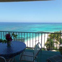 Отель Daydream Beach at Montego Bay Club Ямайка, Монтего-Бей - отзывы, цены и фото номеров - забронировать отель Daydream Beach at Montego Bay Club онлайн балкон