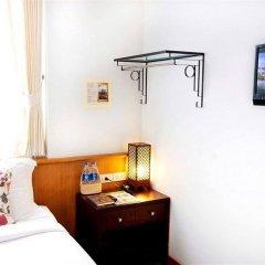 Отель Baan Dinso @ Ratchadamnoen Бангкок удобства в номере
