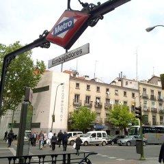 Отель Ático Embajadores Мадрид парковка