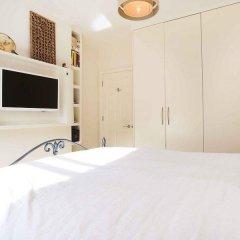 Отель Veeve Light And Open 2 Bed House Moore Park Road Fulham комната для гостей фото 3
