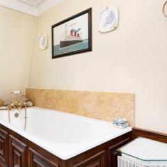 Отель Veeve 4 Bed Kensington House On Kensington Church Street Великобритания, Лондон - отзывы, цены и фото номеров - забронировать отель Veeve 4 Bed Kensington House On Kensington Church Street онлайн ванная фото 2