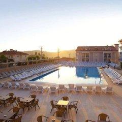 Aes Club Hotel бассейн