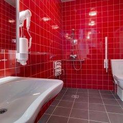 Отель Liberty Mansard Латвия, Рига - отзывы, цены и фото номеров - забронировать отель Liberty Mansard онлайн ванная
