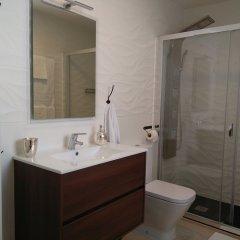 Отель Ático Embajadores Мадрид ванная