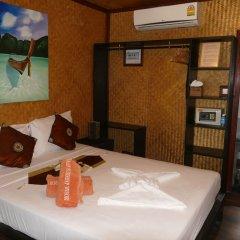 Отель Baan Sukreep Resort сейф в номере